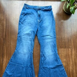 Free people extreme-flare Jeans- size 28.